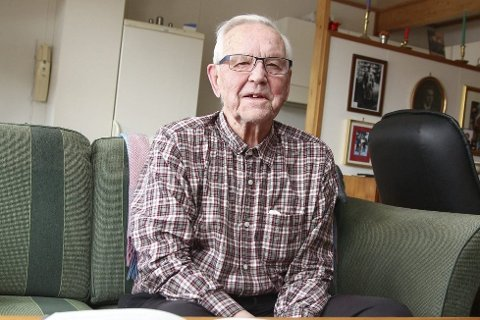 HUSKER GODT: Det er over 70 år siden Peter Melleby (98) var soldat under 2. verdenskrig, men han husker veldig mye fra krigens dager. Foto: henriette Baumann