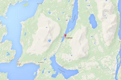 ULYKKE: Her, ved Langhaugen på sørøstsiden av Rossfjordvannet, har ulykken skjedd.