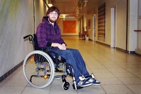 – Jeg hadde så å si aldri vært syk hele mitt liv, og skjønte ikke at en alvorlig sykdom kunne ramme meg, sier Daniel Kornstad de Ruscio til Nordlys. Nå er han lenket til rullestolen.