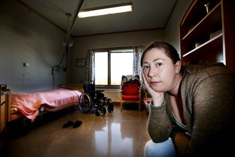 KLUMP I HALSEN: – Jeg tror alle vi ansatte sitter og leser med en klump i halsen, fordi det er tragisk at slikt skjer. Da snakker jeg om de mest alvorlige avvikene, sier hjelpepleier Maika Soleng om sjokkrapportene fra omsorgs-Tromsø. Soleng arbeider på Mortensnes sykehjem, der hun også er tillitsvalgt.