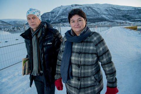 FORTVILET: Ordfører Mona Pedersen og rådmann jan Hugo Sørensen i Karlsøy kommune, er fortvilet etter at tingretten slo fast at reguleringen av Langsundforbindelsen er ugyldig på grunn av saksbehandlingsfeil. Dette kan sette prosjektet langt tilbake.