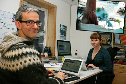 Manusforfatter Endre Lund Eriksen og produsent Merete Korsberg Dalsbø jobber på spreng for å bli ferdige til premieren. Foto: Susanne Noreng