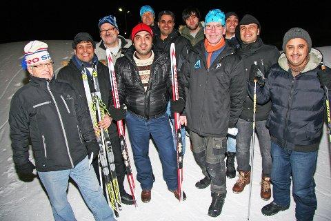 BRENNER FOR SKI-NM: De har aldri gått på ski og vet lite om langrennsporten. Om få dager kan de langt mer. - Det føles som vi har vunnet et lotteri, sier de.  Sammen skal denne gjengen sørge for at NM blir et strålende arrangement: Halvor Karlsen, Ahmen Amir, Milard, Nohmann, Ali Alhrabi, Samir Marrwy, Galal Afif, Roger Fagerheim, Jack Dreyer, Svein Robertsen og Mohammad Jawad.