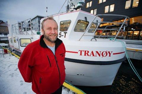 John T. Nilsen og Bjarne Sigurdsson ble lei av å være charterpilot og bankmann. De fikk bygd seg en supermoderne sjark på Island, og nå står de på tur til havs. Båten Tranøy døpes fredag 29. januar.