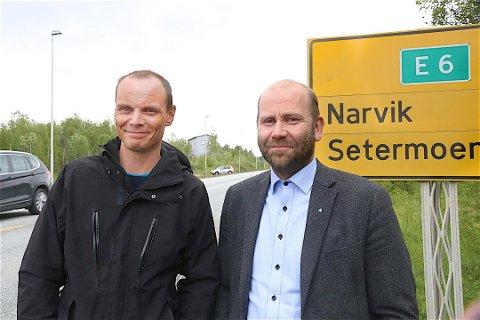 ENIGE: Toralf Heimdal (Sp) (til venstre) og Nils Ole Foshaug (Ap), ordførere i henholdsvis Bardu og Målselv kommune, er enige om at regionen bør deles i to politienheter - ikke én slik, slik det nå er foreslått.