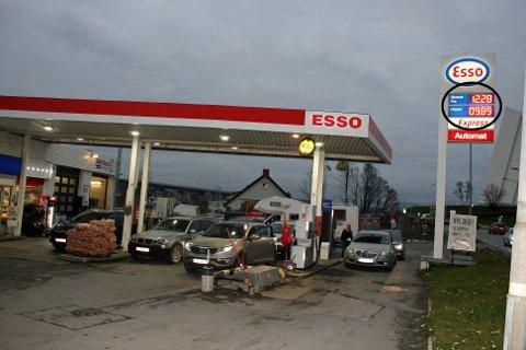BILLIG: For første gang på flere år viste bensinstasjonskiltet under 10 kroner for drivstoff i Tromsø. Foto: Susanne Noreng