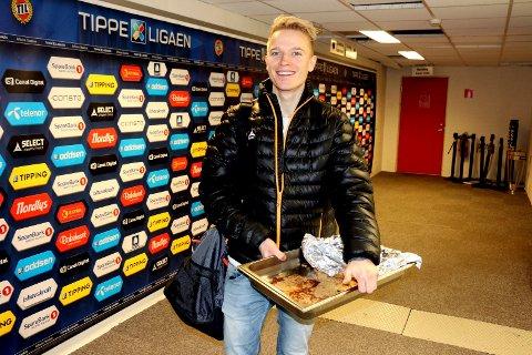 Christer Johnsgård håper på en rask avklaring når det gjelder framtiden i TIL, men den tidligere FK Senja-spilleren må nok vente til klubben har avklart hva som skjer med Morten Gamst Pedersen.