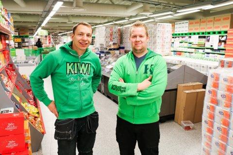NYÅPNING: Kiwi på Vangberg blir kjedens nye flaggskip i nord. Butikken blir med sine 1.800 kvadratmeter den største i landet. Distriktssjef Tommy Nilsen og butikksjef Njål Sollied gleder seg til å hilse de første kundene velkommen.