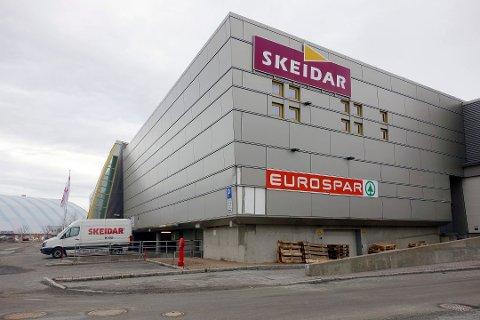 SNART TIL SALGS: Trekanten kjøpesenter. Foto: Vibeke Madsen
