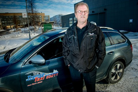 BRUKER FORNUFTEN: Taxisjåfør Jarle Nylund vil ikke flå kundene sine. Når det oppstår kø, stopper han takstameteret og rådfører seg med kunden.
