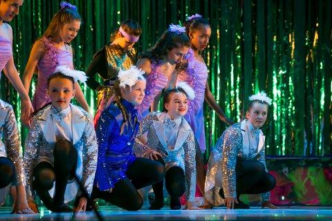 DANSEGLEDE: Nesten 450 elever fra Kulturskolen i Tromsø deltar i Dansekarusellen som har premiere på Kulturhuset fredag.