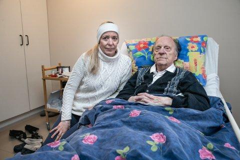 DATTER OG FAR: Eva Lund på besøk hos sin 92 år gamle far Erling Lund på Heracleum.