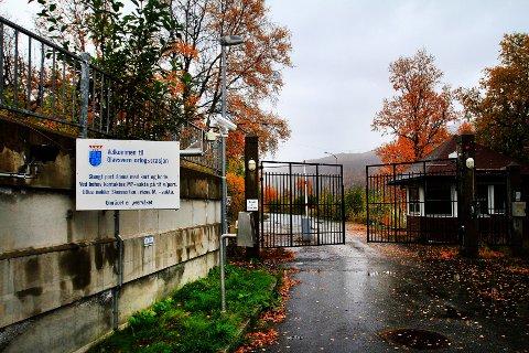 ASYLMOTTAK: Den nedlagte militærbasen Olavsvern kan bli nytt asylmottak. Udi mener dette området - samt ei tomt på Tomasjord - kan passe for etablering av brakkerigger dersom tilstrømningen av asylsøkere igjen blir stor.