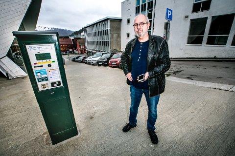 Bjørnar Albertsen fikk bot til tross for at han hadde betalt avgift. Nå stevner han parkeringsselskapet for retten. Foto: Torgrim Rath Olsen