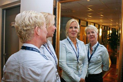 LILLE SPEIL PÅ VEGGEN DER: Volvat Tromsø opplever en kraftig økning av kunder som ønsker seg kosmetiske behandlinger og et bedre speilbilde. Conny Svendsen og Bente Holtan Openshaw ved Volvat Tromsø. Foto: Susanne Noreng