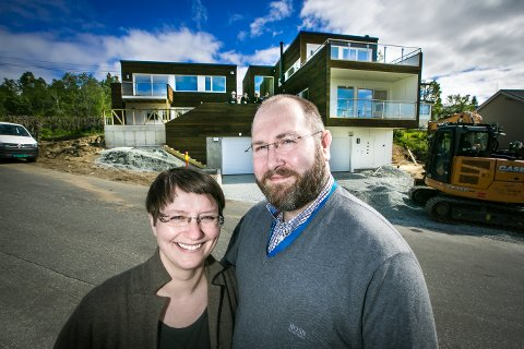 GIKK FOR NYTT: De var lenge usikkert. Til slutt valgte Anne Cathrine Arntsen og Kim Nordli å rive det gamle huset. Nå har de bygget nytt.