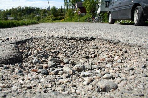 Furøyveien byr på minimalt med kjørekomfort.
