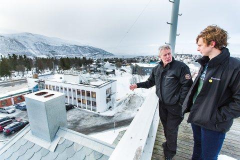 Driftsleder Dan Sandstvedt og eiendomsforvalter  Gustav Lindskog (t.h).