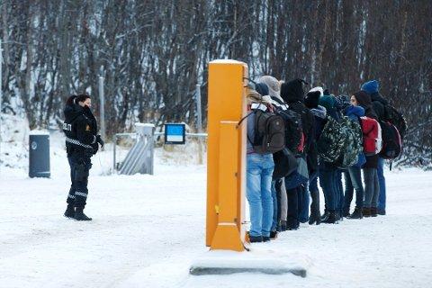 BEHANLDET: Alle asylsøkere som kom over grensen fra Russland i fjor får behandlet søknadene sine. Foto: NTB Scanpix