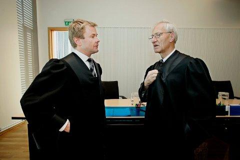 MINSTESTRAFF: Gunnar Nerdrum (til høyre), høyesterettsadvokat i Tromsø, mener minstestraffen på tre års fengsel for voldtekt, er problematisk ved at det fører til flere frifinnelser. Her sammen med politiadvokat Einar Sparboe Lysnes i forbindelse med en rettssak i Nord-Troms tingrett.