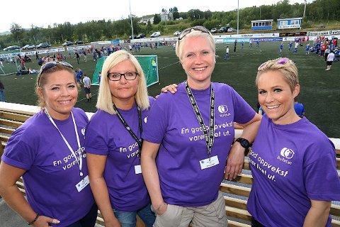 Her er damene som trakk i trådene under Salmar Cup på Senja. F.v. Anniken Møller, Mona Johnsgård, cupsjefen Grethe Hansen og daglig leder i FK Senja, Silje Christine Hansen.