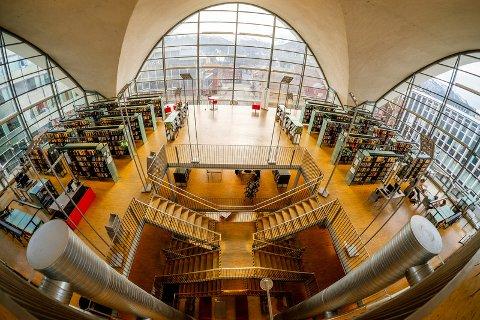 FRYKTER KRIM: Biblioteksjefen sier han vet at det foregår kriminell virksomhet på biblioteket i Tromsø. Foto: Tromsø bibliotek