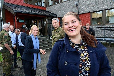 JUBLER: Cecilie Myrseth var tirsdag i Målselv sammen med blant annet Anniken Huitfeldt. HUn jublet for målinga som viser at Ap ville fått inn hele tre representanter fra Troms, én mer enn i dag.