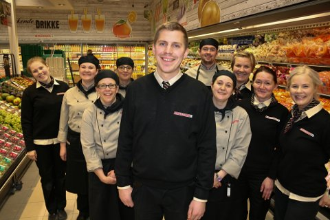 GLEDER SEG: Andreas Angelsen og de ansatte på Eurospar Kvaløysletta gleder seg til å åpne nybutikken torsdag.