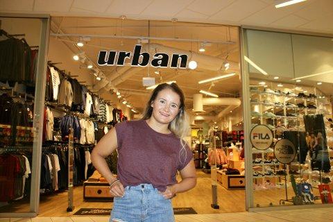 Butikksjef Maria Bless (30) opplever stor suksess med Urban på Jekta. Foto: Susanne Noreng