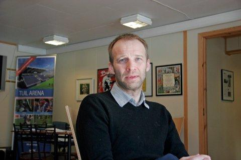 Daglig leder i TUIL, Roger Ness, går en hektisk tid i møte. 13 av 20 spillerne i A-stallen er uten kontrakt.