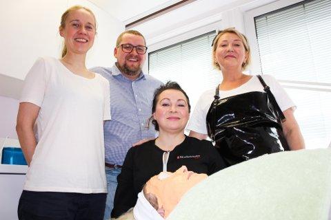 SATSER: Elena Egorina og Mikhail Sovershaev (t.v) satser med privat hudpleieklinikk i Tromsø. Med seg på laget har de hudterapaut Hilde Bangsund (midten) og Olga Redkina på manikyr og pedikyr.