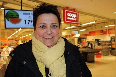 Daglig leder Liv Sonja Bjørndal i Coop Prix Kystens Hus flyttet butikken fra Jekta til sentrum. Og angrer ikke. Foto: Tarjei Berg