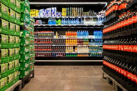 ØKER AVGIFTER: Regjeringspartiene, KrF og Venstre finansierer noen av satsingene i statsbudsjettet for neste år med å øke avgiftene på sjokolade, sukkervarer, brus og annen alkoholfri drikke.Foto: Berit Roald (NTB scanpix)