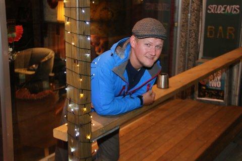 HAR LÆRT: Huken-gründer Håvard Robertsen har tatt lærdom av sine feil, og driver i dag tre utesteder i Tromsø sentrum. Her er han utenfor det siste tilskuddet i Huken-familien Huken Brygg.