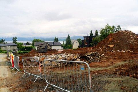 FLERE PLANER: Det har vært lansert flere planer for tomtene i Fagerlivegen. I februar ble de lagt ut for salg - med byggegodkjente planer. Arkivfoto: Silje Solstad