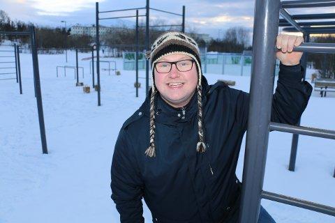 TUNGVEKTER: Erlend Bøe går nå lange turer for å komme i bedre form. Han synes Charlottenlund og Tromsømarka er et eldorado. Foto: Øystein Barth-Heyerdahl