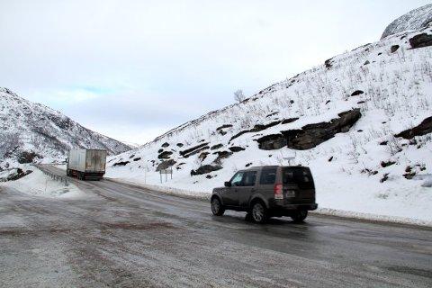 UTBEDRES: Tungtransport får forkjørsrett på fylkesvei 57 opp Grøtfjordfjellet. En god løsning, mener Statens vegvesen.