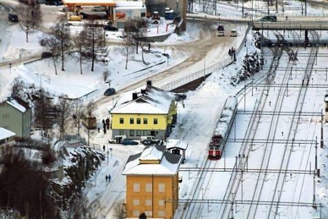 TOG NORDOVER: Regjeringen vil ha et nytt kostnadsanslag og analyse av en forlengelse av jernbanen til Tromsø, fra Fauske via Narvik. Her fra Narvik stasjon. Foto: Odd-Georg Benjaminsen
