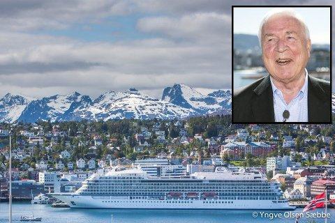 INVITERER TIL FEST: Viking Sky sitt identiske søsterskip Viking Sea var i fjor sommer på besøk i Tromsø og la til akkurat der Viking Skys dåp skal foregå i juni