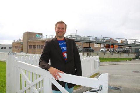 OVER VEIEN: Roy-Arne Johannessen er nærmeste nabo til Pyramiden kjøpesenter, og 1.oktober blir han ny senterleder. Den korte veien til kontoret, var imidlertid ikke grunnen til at han takket ja til stillingen.