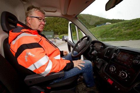 DÅRLIG I KÅFJORD: - Våre sjåfører forteller at det nesten ikke er dekning på DAB-radioen langs E6 i Kåfjord, forteller Kjell Arve Bøklepp, som er driftsleder ved Avfallsservice i Sørkjosen. Foto: Ola Solvang