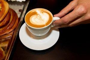 GOD EFFEKT: En varm kopp kaffe byr ikke bare på hverdagsglede, en rekke studier har i tillegg vist atkaffe har gode helseeffekter. Illustrasjonsfoto: Arkiv