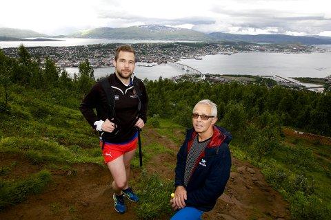 Kristian og Guttorm Sørensen på vei opp aksla lørdag formiddag. - Deter veldig trist dersom dette prosjektet stopper opp. Foto: Ola Solvang