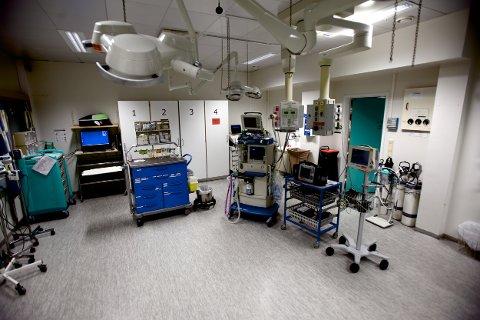 Pasienten som døde ble behandlet her i akuttmottaket. UNN-ledelsen skriver at det er vanskelig å sørge for at prosedyrer og rutiner blir etterlevd. Foto: Ola Solvang