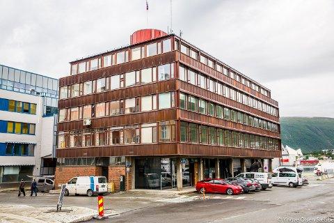 VERNESTRID: Havnebygget i Kirkegata 1 har stor historisk verdi, mener kommunen. Men eierne frykter konsekvensene av et vern.