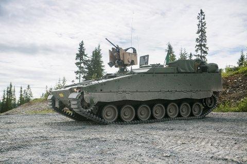 BOMBEKASTER: Panserbataljonen på Setermoen har fått inn fire av denne multibombekastervognen.