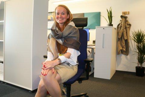 TRIVES: De ansatte i Sweco trives så godt at det vises både i kontorlokalet og i regnskapet. Her er Anastasia Zykova, som jobber med vegprosjektering på infrastrukturavdelingen.