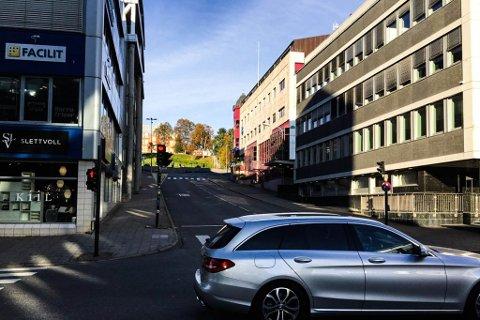 BLIR STENGT: I følge et nytt forslag til endring av vegsystemet i Tromsø skal Fredrik Langes gate stenges for ordinær trafikk mellom krysset med Grønnegata (i forgrunnen) og Vestregata (i bakgrunnen)