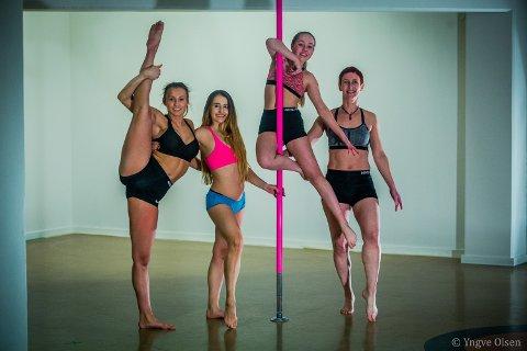 STERKE DAMER: Ania (i rosa topp) sammen med tre av poledanserne ved DanceLab - Dansens Hus. Til venstre står Ragnhild Frost, til høyre står Rita Pedersen og i stanga henger Leah Holm Dalsbøe.