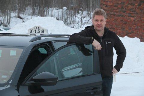 LIKE VILKÅR: Hans-Bjarne Kristensen er drosjeeier i Balsfjord. Han mener det er på høy tid at løyvehavere får anledning til å danne AS. Han mener det gir store fordeler foran et enkeltmannsforetak.